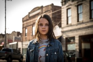 dafne-keen-in-logan-movie-qu